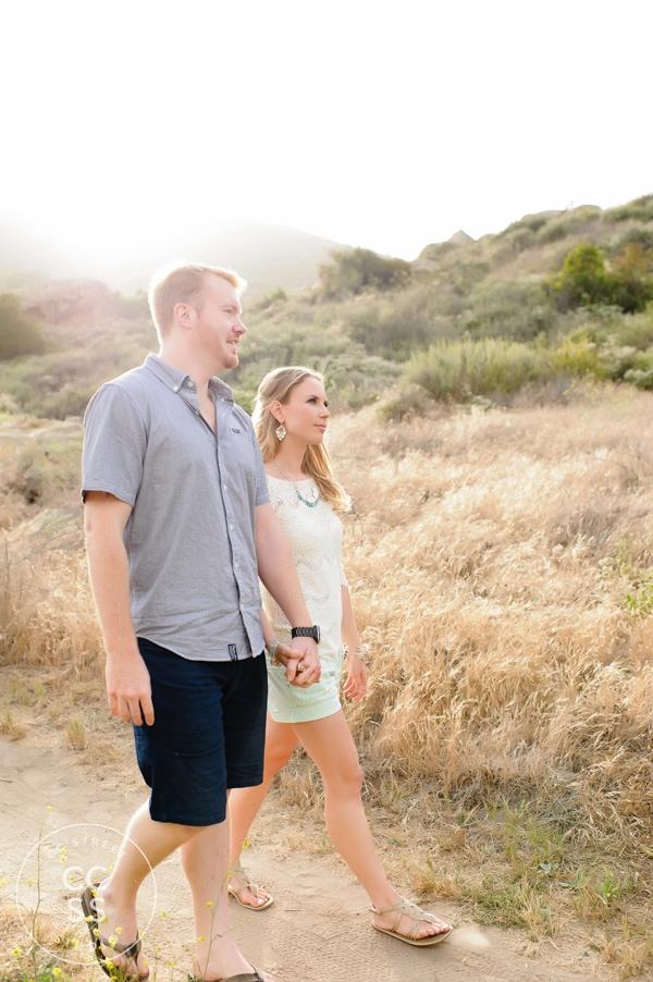 laguna-beach-hiking-trail-engagement-photos-04