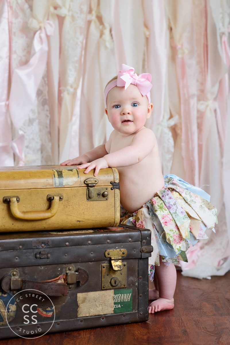vintage-suitcase-photography-prop
