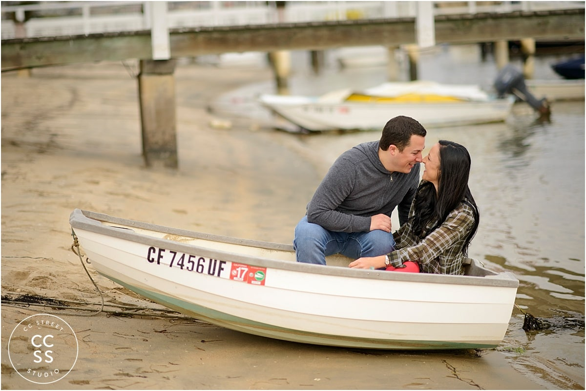 engagement-photos-on-a-boat