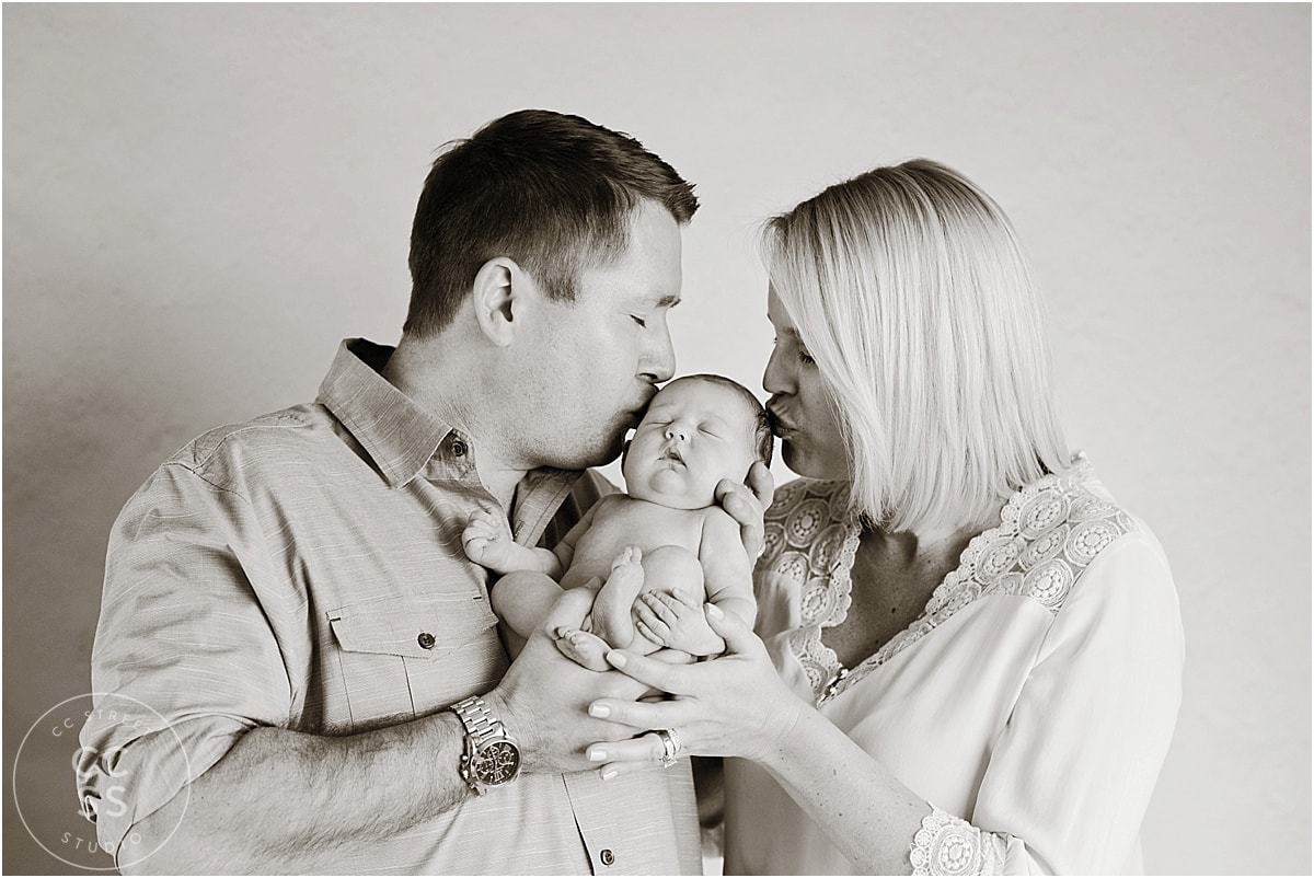 newborn-baby-with-mom-and-dad