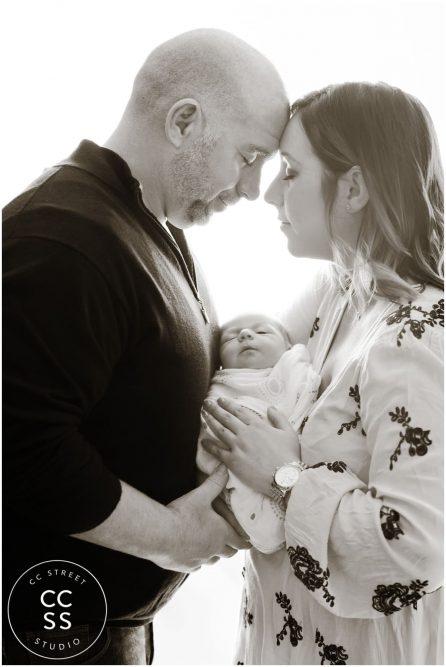 newborn-family-photo-ideas