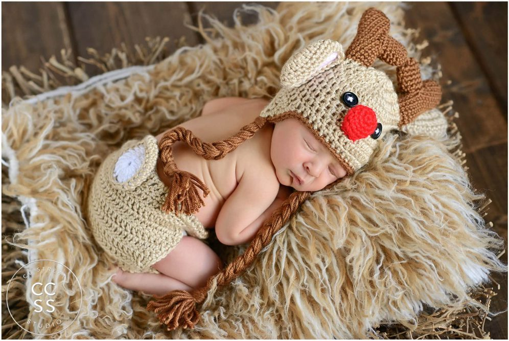christmas-theme-newborn-photo